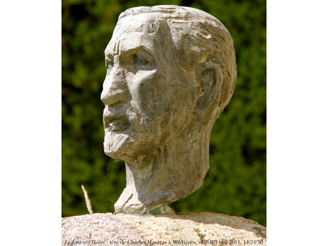 Sculpture of a head of Charles Maurras